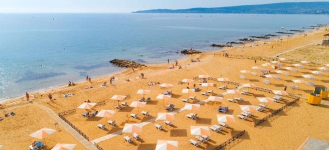 Береговое золотой пляж